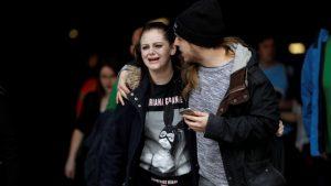 شابّان نجيا من الهجوم الذي استهدف قاعة احتفالات في مدينة مانشستر/Reuters/Darren Staples