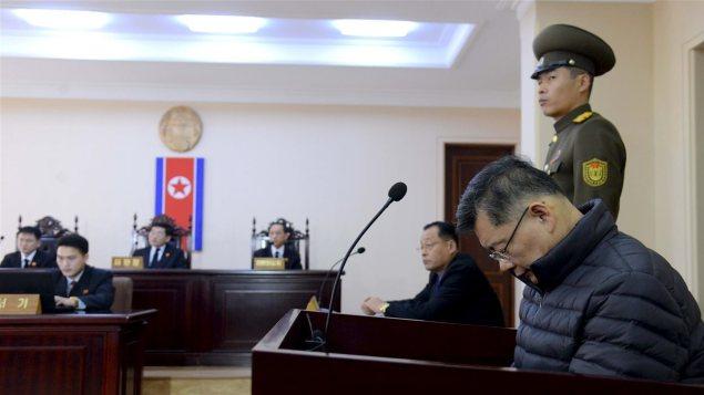 القسّ الكندي هيون سو ليم خلال محاكمته في كوريا الشماليّة/Reuters/KCNA