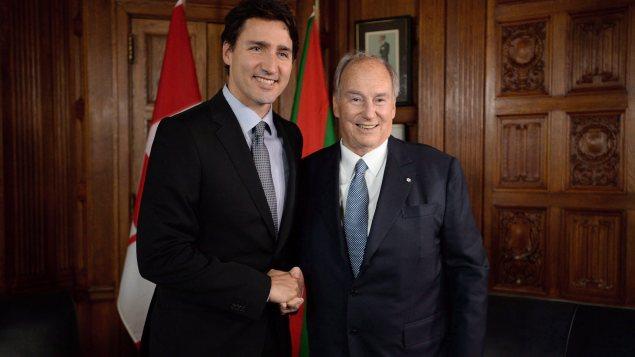 رئيس الحكومة الكنديّة جوستان ترودو(إلى اليسار) والآغا خان/Sean Kilpatrick/CP
