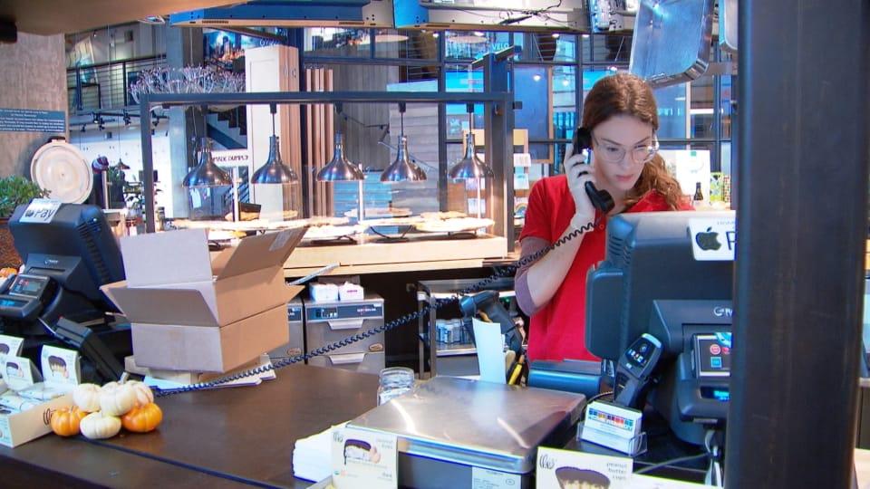 عاملة صندوق في أحد المتاجر/Radio-Canada