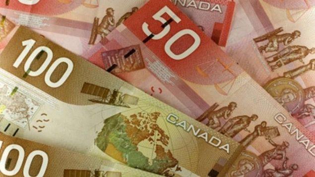 أوراق نقديّة كنديّة من فئتي المئة دولار والخمسين دولارا/CBC/هيئة الاذاعة الكنديّة