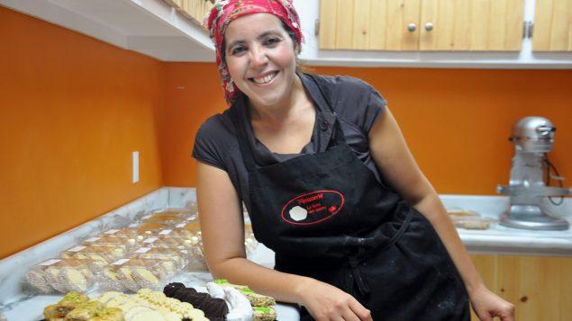 """الكنديّة المغربيّة مليكة بوزعشان صاحبة محلّ الحلويّات """"لا روز دي سابل"""" في ريموسكي/مليكة بوزعشان"""