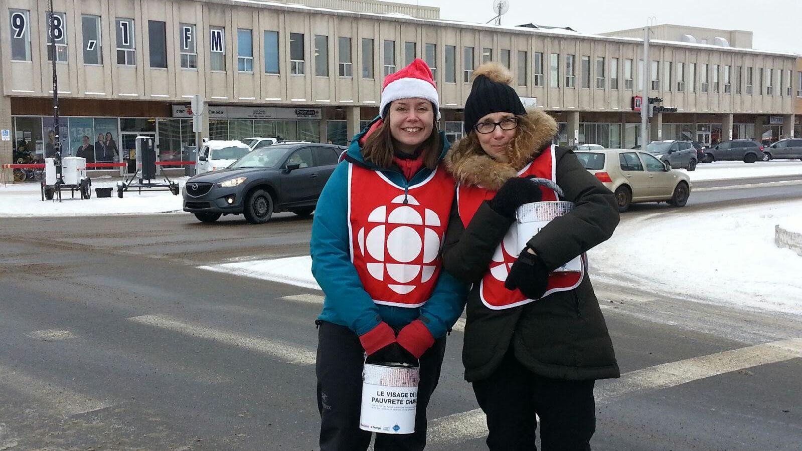متطوّعون من راديو كندا في مدينة سيت إيل يجمعون التبرّعات/Louis Garneau/Radio-Canada
