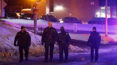 دوريّة للشرطة في محيط مسجد كيبيك الكبير/Reuters/Mathieu Bélanger