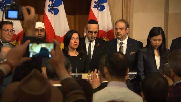 عمدة مونتريال محاطة برجال الدين/راديو كندا