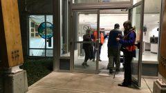مركز الطوارئ في اسكوالميت يستقبل النازحين من منطقة فكتوريا الكبرى/Megan Thomas/CBC/هيئة الاذاعة الكنديّة
