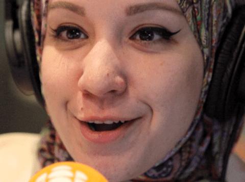 مريم بسيري إحدى منظّمات اللقاء لإحياء ذكرى الاعتداء على مسجد كيبيك الكبير/Radio-Canada/Jean-Simon Fabien
