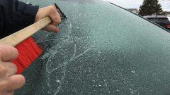 تنظيف السيارات من الجليد/راديو كندا