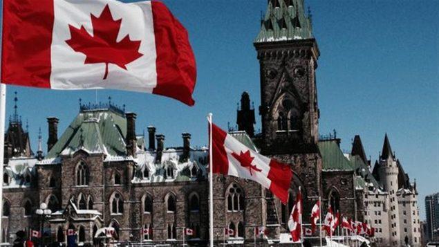 علم كندا يرفرف أمام البرلمان/راديو كندا
