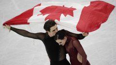 تيسا فورتو (إلى اليمين) وسكوت موير فازا بالذهبيّة في بطولة التزحلق الفنّي على الجليد في بيونغ تشانغ//Bernat Armangue/AP