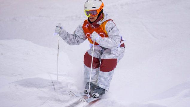 الكندي ميك كينغسبوري فاز بالميداليّة الذهبيّة للتزلّج في فئة الحدبات/Getty Images/David Ramos