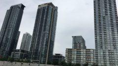 مبان سكنيّة في الوسط التجاري لمدينة تورونتو/Radio-Canada/Julie-Anne Lamoureux