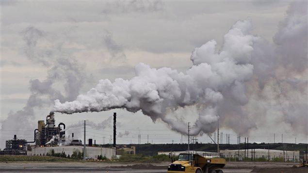 أحد مرافق استخراج النفط في فورت ماكموري في مقاطعة البرتا/PC / JASON FRANSON