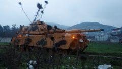 دبابة روسية تشارك في القتال/رويترز