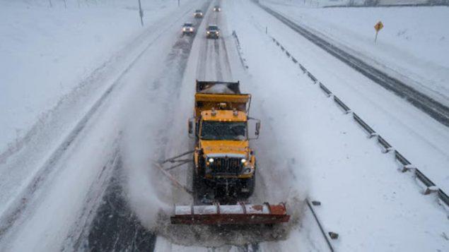 الثلوج تغمر الطرقات السريعة/راديو كندا