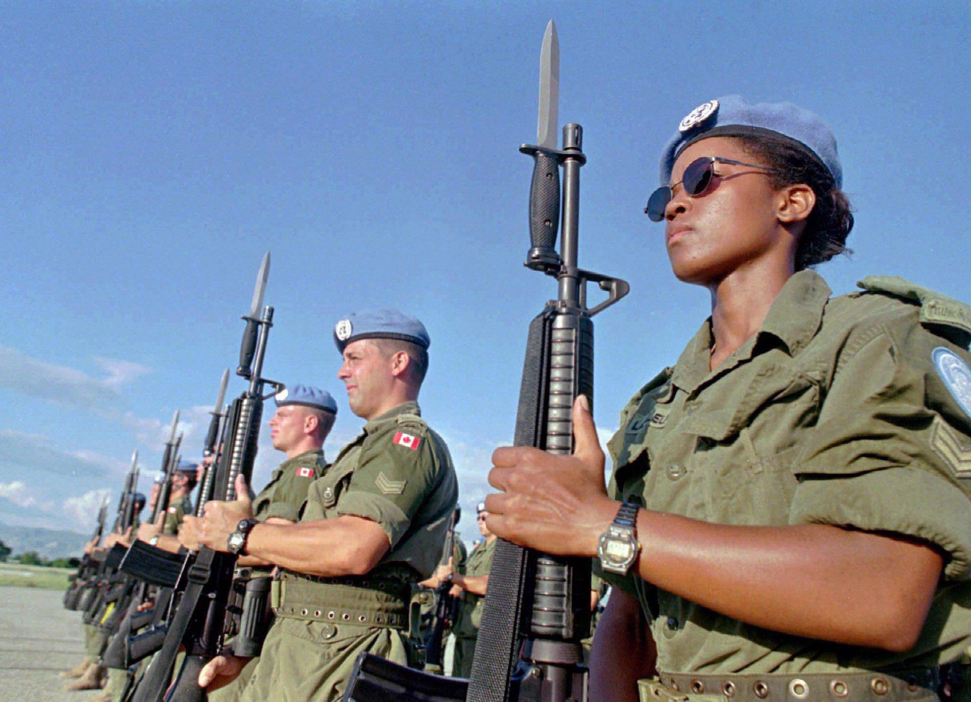جنود كنديّون من قوّات حفظ السلام في هايتي في 28-11-1997/CANADIAN PRESS/AP, Daniel Morel