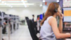 موظّفة في مركز اتّصال/Shutterstock
