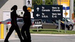 نقطة على الحدود البريّة الكنديّة الأميركيّة//Darryl Dyck/CP