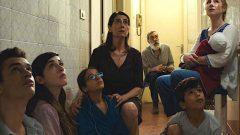 """مشهد من فيلم """"عائلة سورية"""" /ملصق الفيلم"""