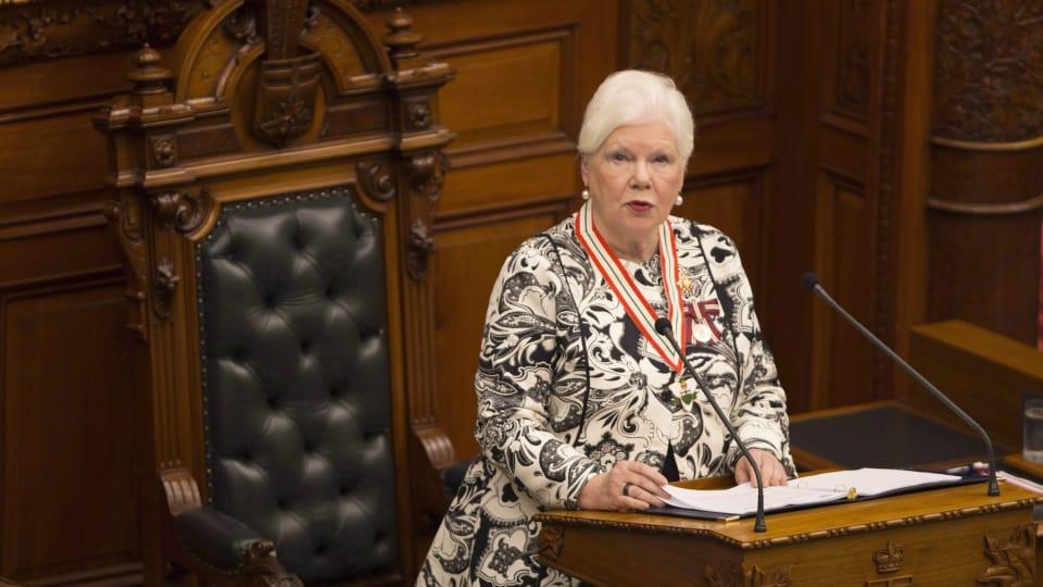 نائبة حاكمة كندا العامّة في اونتاريو اليزابيت داودسويل تلقي خطاب العرش وهو بمثابة البيان الحكومي في الجمعيّة التشريعيّة في المقاطعة /Peter Power/CP