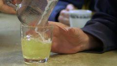 في أحد مراكز الإيواء الكندية حيث يتم الإشراف على جرعات الكحول عند المشرّدين المدمنين حقوق الصورة: هيئة الإذاعة الكندية