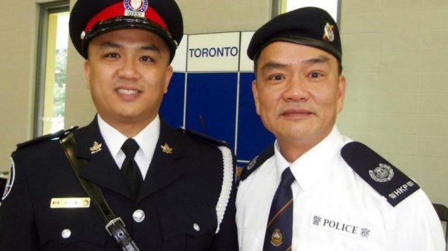 الشرطي كن لام إلى اليسار مع والده دافيد لام إلى اليمين/دافيد لام/راديو كندا