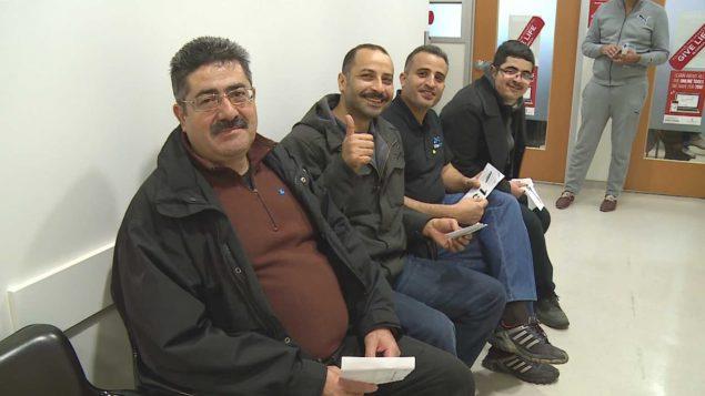 ستون لاجئا سوريا شاركوا في حملة للتبرع بالدم في هاليفاكس/هيئة الإذاعة الكندية