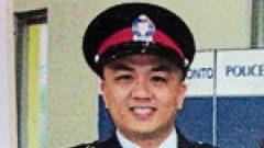 """""""الشرطي البطل"""" كين لام الذي نجح بتوقيف المشتبه به في حادث الدهس أليك ميناسيان في تورنتو/Sing Tao Daily"""