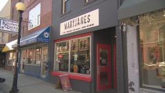 متجر ماري جاينز يجري مباراة تمنح الفائزين الماريجوانا مجانا/Eddy Kennedy/CBC/هيئة الاذاعة الكنديّة