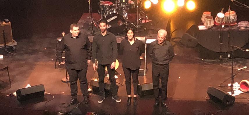 من اليمين إلى اليسار: عازف الإيقاع رابح خلفة، سعاد ماسي، هشام خلفة عازف الترومبيت وعازف العود مهدي دليل بعدسة كوليت ضرغام