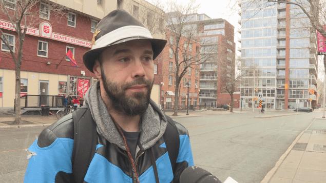 مشرد من مدينة أوتاوا شارك في الرد على الأسئلة/راديو كندا