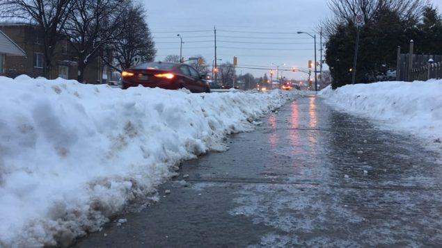 الأمطار الجليديّة تسبّبت في إقفال بعض المدارس في منطقة اوتاوا الكبرى/ Radio-Canada/Jean-Sébastien Marier