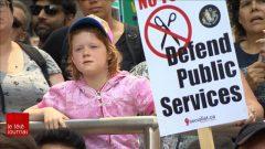 أول مظاهرة عمالية ضد قرار دوغ فورد منذ انتخابه لرفضه رفع الحد الأدنى للأجر في الساعة إلى15 دولارا/راديو كندا