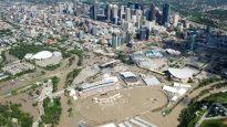 وسط مدينة كالغاري في مقاطعة ألبرتا مغطى بمياه الفيضانات في عام 2013/الصحافة الكندية
