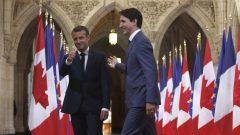 الحرارة التي تجمع الزعيمين إمانويل ماكرون ورئيس الوزراء الكندي جوستان ترودو تقابلها برودة مع الرئيس الأميركي ترامب/الصحافة الكندية