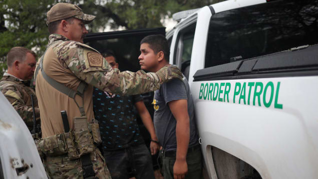 خفر حدود أميركيون يوقفون قاصرا من غواتيمالا دخل بصورة غير شرعية/رويترز