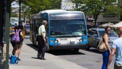 مؤسسة النقل العام في مونتريال توزع بطاقات نقل مجانية متزامنة مع موجة الحر الشديد التي تجتاح المدينة/راديو كندا