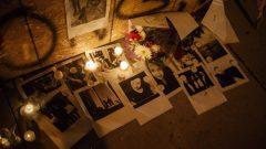 أمسية على ضوء الشموع في حي دانفورث حيث وقعت جريمة إطلاق النار العشوائي التي أسفرت عن ضحيتين و13 جريحا/الصحافة الكندية