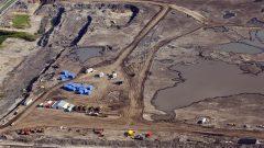 موقع لاستخراج الرمال الزفتيّة في فورت ماكموري في مقاطعة البرتا/exploitation of oil sand/CP