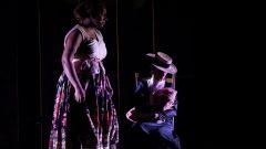 مشهد من مسرحية سلاف لروبير لوباج التي ألغيت بعد ما أثارته من جدل/راديو كندا