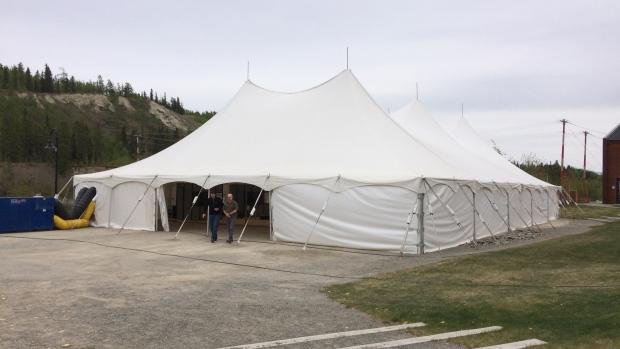 لجنة التحقيق في مقتل واختفاء نساء من السكّان الأصليّين تعقد جلساتها في وايت هورس تحت خيمة/Tim Fontaine/CBC/idzm hgh#hum hg;k¸d m