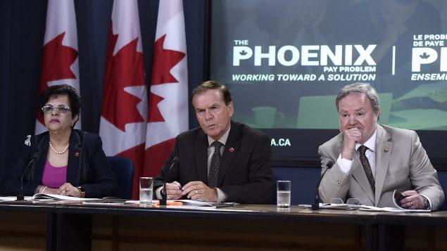 أعضاء مجلس الشيوخ الكندي من اليمين: اندريه برات وبيرسي موكلر وموبينا جعفر//Justin Tang/CP