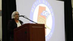 أودري بواترا، رئيسة أمّة الخلاسيين لألبرتا تخاطب الأعضاء المجتمعين في لاك لابيش- David Thurton/ CBC