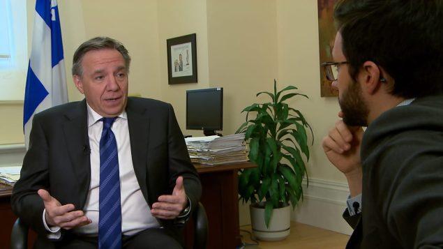 فرنسوا لوغو يرد على أسئلة الصحافي في راديو كندا ماتيو ديون حول موقف حزب التحالف من أجل مستقبل كيبيك من الهجرة واللجوء/راديو كندا