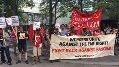 مجموعة من المتظاهرين ضدّ الفاشية في حرم جامعة ريرسون في أونتاريو في آب/أغسطس 2017 حقوق الصورة:Radio-Canada/Natasha MacDonald-Dupuis