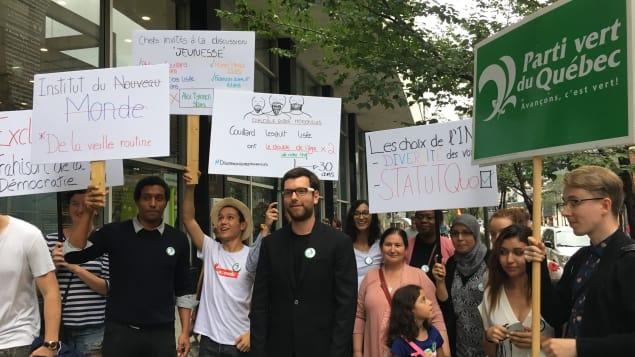 ناشطون من حزب الخضر يتظاهرون لعدم دعوة حزبهم للقاء مع ممثلين عن الشبيبة/راديو كندا