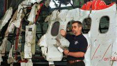 دون انس المحقّق في مكتب سلامة الطيران الكندي أمام حطام طائرة سويس اير (ارشيف)Andrew Vaughan/CP