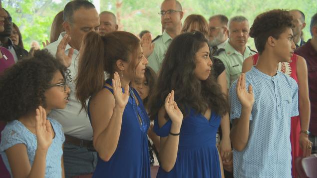 إنصلف حيدر وأولادها يؤدّون اليمين لدى حصولهم على الجنسيّة الكنديّة/Radio-Canada