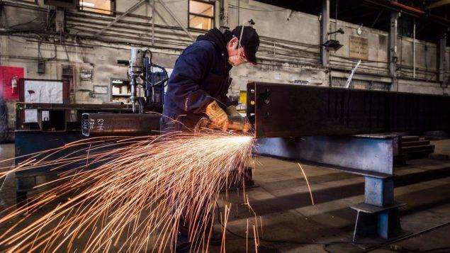 فرضت الإدارة الأمريكية رسوما بنسبة 25 ٪ على واردات الصلب و 10 ٪ على واردات الألومنيوم من كندا ودول أخرى - Radio Canada
