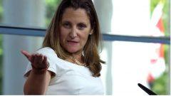 وزيرة الخارجيّة الكنديّة كريستيا فريلاند تأمل في لقاء نظيرها السعودي عادل الجبير/Jose Luis Magana/AP